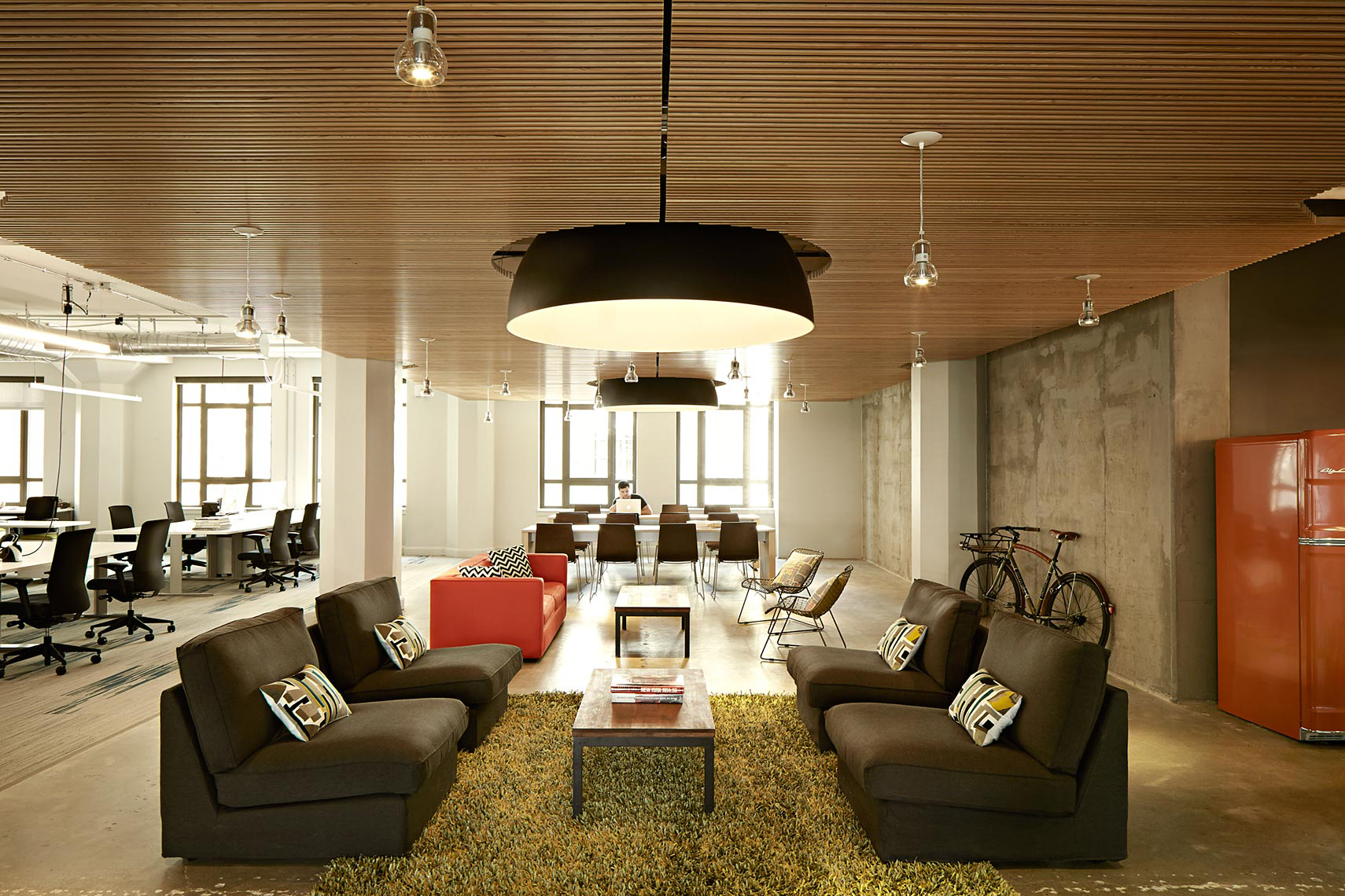 Workspace that works for startups the purpose is profit for Interior design startup